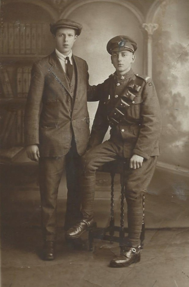Jack Ward, left, with unknown soldier ( photo 1)