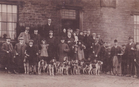 Sheffield Harriers outside The Stanhope Arms at Dunford, c.1900–1910