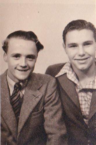 Eric Renshaw, right, with Bob Carr in 1946