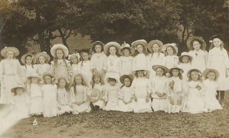 King Ecgbert Pageant, July 1909.  Courtiers and Chorus.