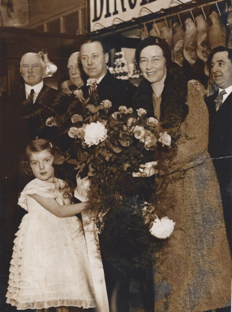 Insert an image caption here. Jean M. Glossop presenting a bouquet to the Lady Mayoress,  18 November 1932.