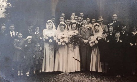 Lees family wedding. Ann and William are on the back row at the far right.